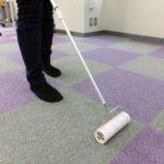 コロコロで床の掃除